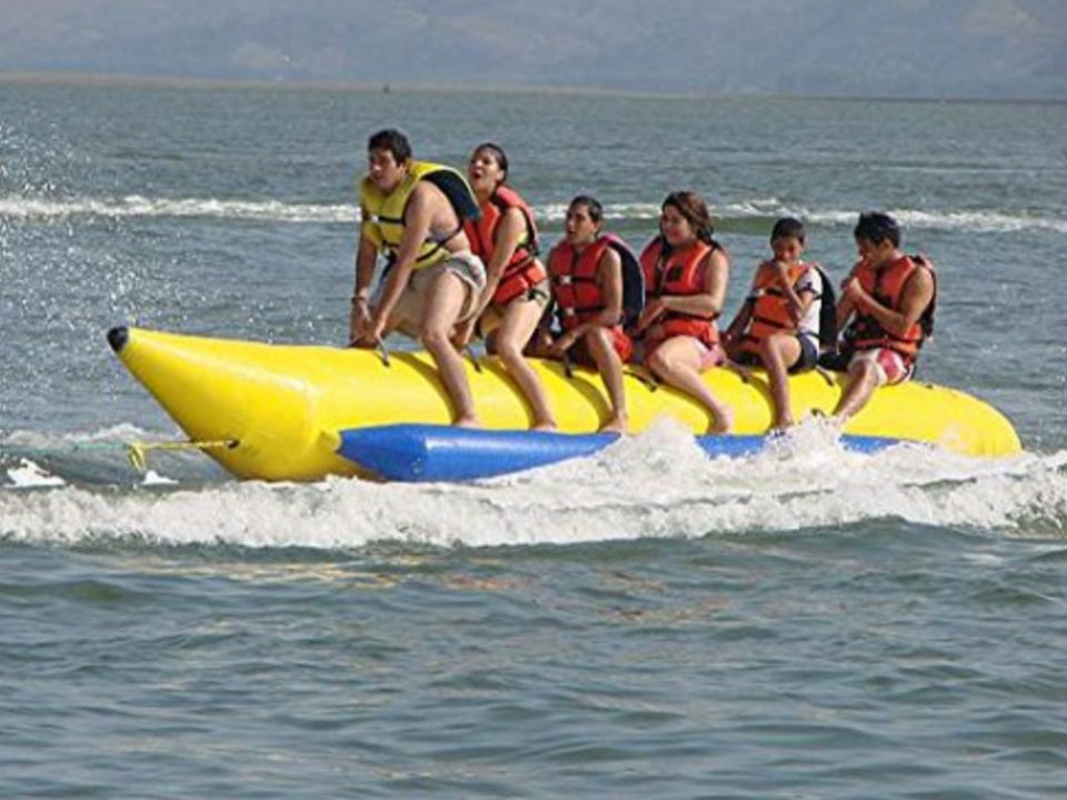 Banana Boat Flying Fish Tube - Photo: www-amazon.com