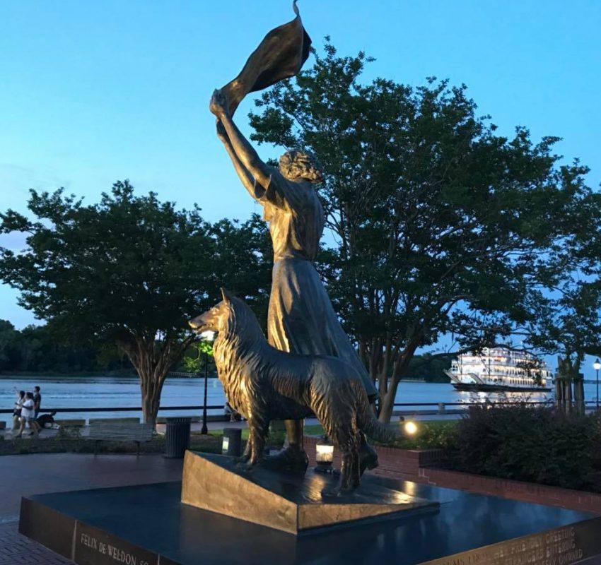 Savannah - Waving Girl Statue