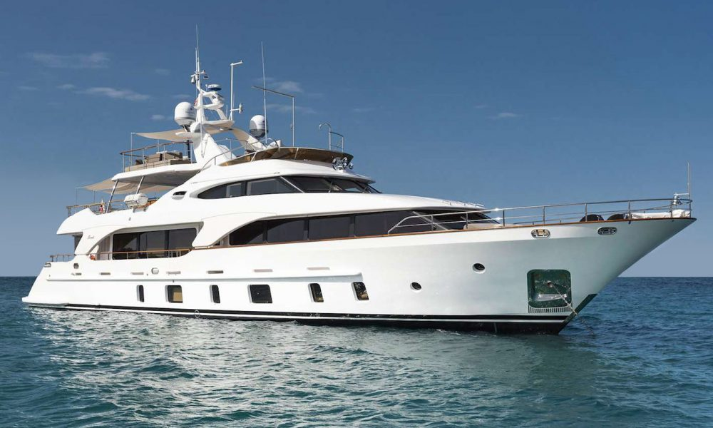 Benetti105_ext01-pre-owned